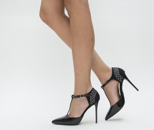 Sfaturi utile pentru a iti cumpara cei mai frumosi pantofi daca esti mica de statura