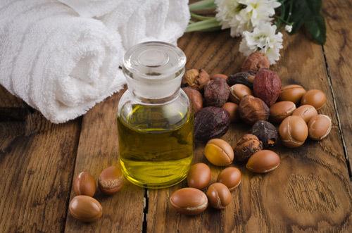 5 moduri in care uleiul de argan este bun pentru par