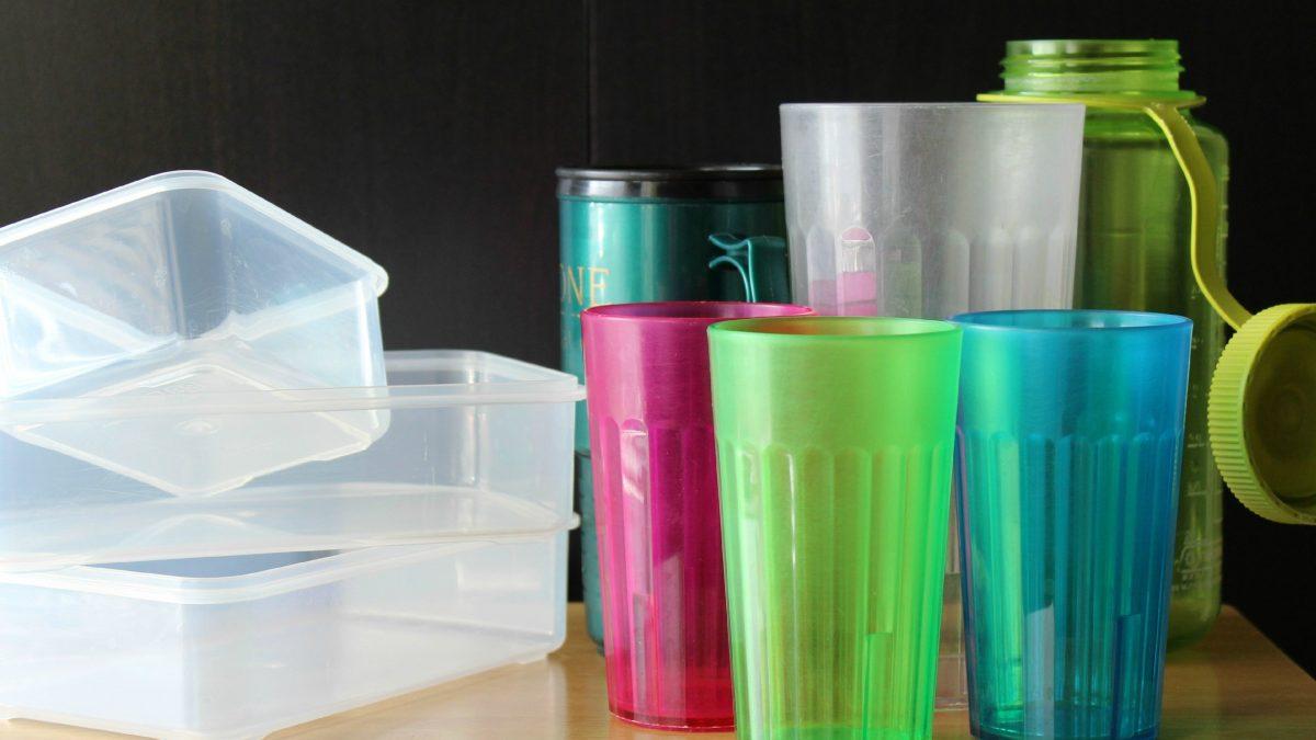Ce materiale plastice folosim zi de zi?