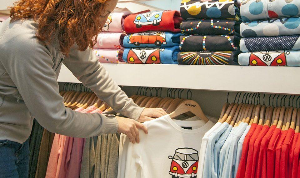 De ce sunt necesare tricourile personalizate intr-un business?