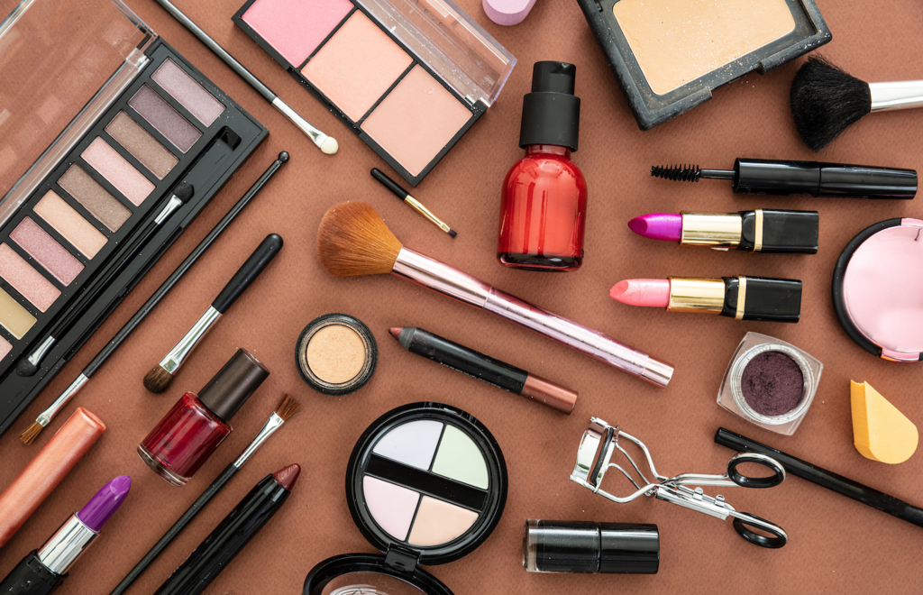 Sterilizarea echipamentelor cosmetice – importanta acesteia pentru sanatatea clientilor